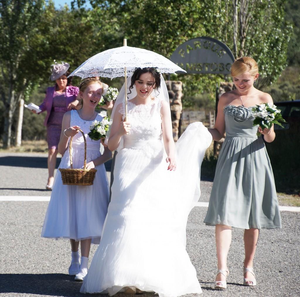 novia-camino-altar